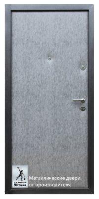 Обратная сторона металлической входной двери ДМГ-104
