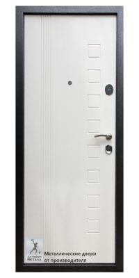 Обратная сторона стальной входной двери ДМГ-105 в белом цвете