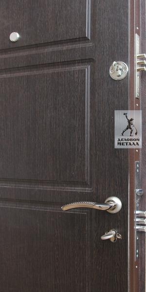 Фурнитура в металлической двери  производства ООО Деловой металл Арт. И-36