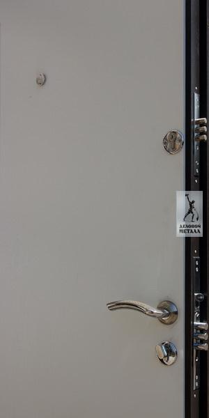 Фото замков и ручек в металлической двери