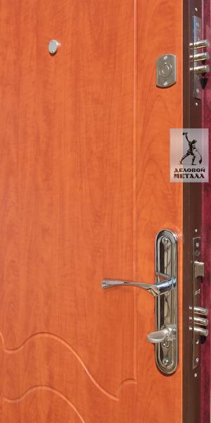 Фото дверной ручки и замков в двери